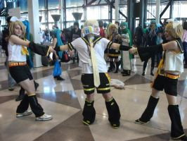 NYAF-NYCC 2 Rins fighting over 1 Len by IoniaFreak