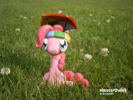 It's a twitchy-twitching! by HipsterOwlet