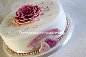 heart and flower cake by zoesfancycakes