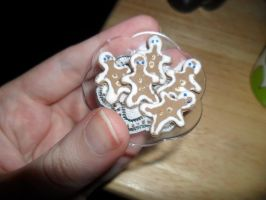 Miniature Gingerbread Men by kayanah
