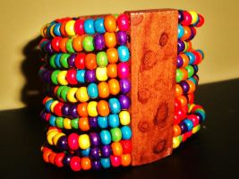 Colourful bead bracelet by Laura-in-china