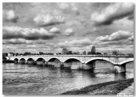 La Loire bridge by vrphoto