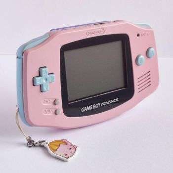 Custom Painted Game Boy Advance by LonelyFullMoon