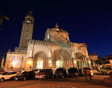 Manila Cathedral by howlingtothemoon