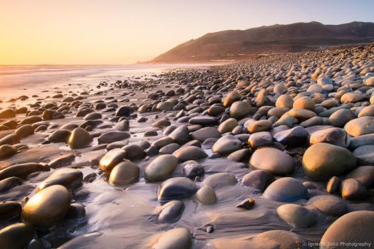 Rocky Beach by isotophoto