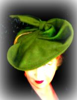 Green 1940's hat by Isiswardrobe