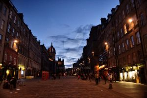 The Royal Mile at night. by Siiil