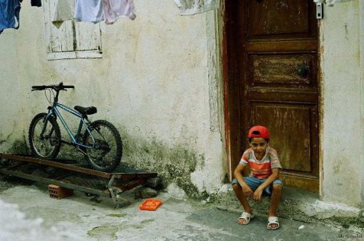 child in front of the door by deryayilal