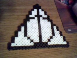Deathly Hallows Perler by MeeganUrufu