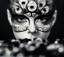 Black and White Peacock Mask by RAWRimaZOMBIEnom
