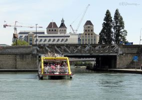 Canauxrama boat along the Canal de l'Ourcq by EUtouring