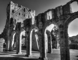 Llanthony Priory B+W by Spudgun