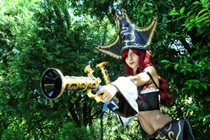 Miss Fortune Cosplay - League of Legends by Baku-Project