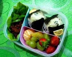 beef onigiri bento by plainordinary1