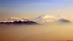 Floating mountains by Cabellou