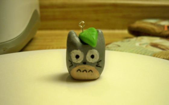 Totoro Charm by pikachutail