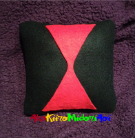 Pillows: Black Widow by AkaKiiroMidoriAoi