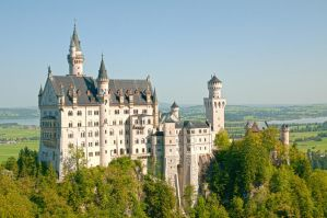 Neuschwanstein Castle by DonGolgi