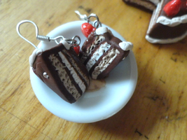 cake earrings .w. by Yuki1Kurumi1Elric