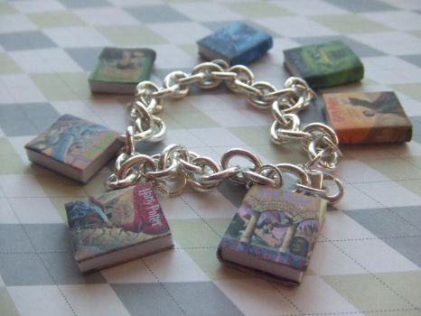 Harry Potter book bracelet by manditaaknfv