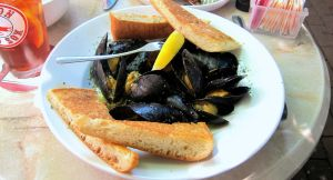 Mussels, Frills, Maine by citizenofrohan