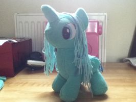 My first ever plushie i made! by fabricbunny