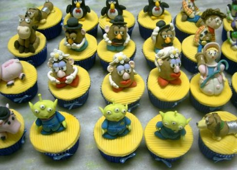 toy story cupcakes by anafuji