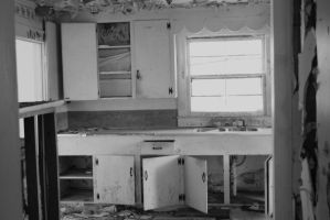 abandoned house kitchen by xAgentxMulderx