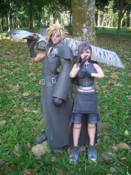 Cloud and Tifa Papercraft I by Graphite88
