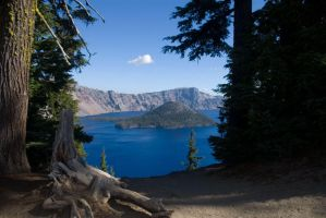 Crater Lake by hypoluxa