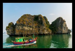 Sailing Halong Bay by WiDoWm4k3r