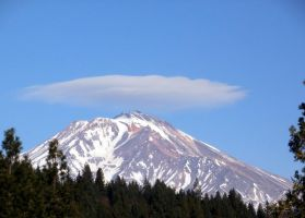 Tophat on Mt. Shasta, Christmas 2011 by jhawklyn