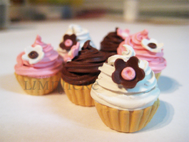Pretty Flower Cupcakes by LimnHere