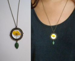 Buttercup pendant by curry-brocoli