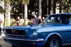 A blue Ford by JordiTrenzano