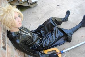Roxas Cosplay by InvaderBlonde