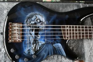 Bass Guitar Airbrush by spiglo