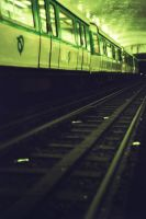 Under the train by Heurchon