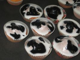 Cow print fairy cakes by PuddingValkyrie