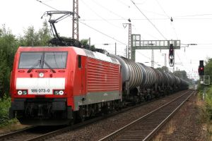 Hauling the tank cars by Budeltier