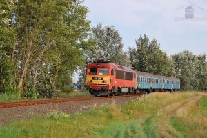 418 318 with a passenger train near Gyor by morpheus880223