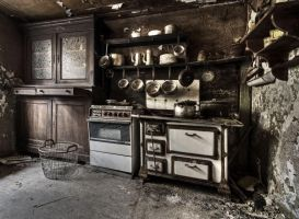 Old Kitchen by stengchen