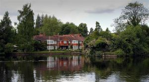 a little house on the Thames by awjay