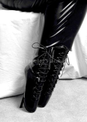 Ballet_Boots_by_theglorybox.jpg