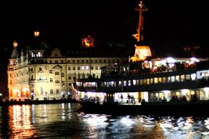 nightlight at haydarpasa dock by carchar0th