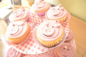 Pig Cupcakes by LS-Chan-Nad