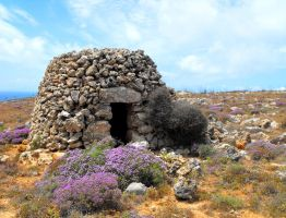 Maltese Stone Hut by floramelitensis