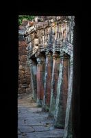 banteay kdei columns by lesterlester
