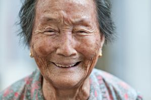 Shooting Elderly Portraits for a Cause by dannyst