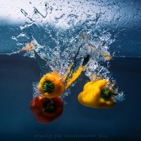 Capsicum Splash by tracieteephotography